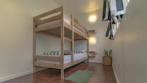 A bunk bed or bunk beds in a room at Cooper