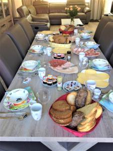 Breakfast options available to guests at Westerschelde B&B