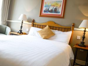 A bed or beds in a room at Innkeeper's Lodge Sandbach, Holmes Chapel