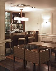 A restaurant or other place to eat at Edinburgh Grosvenor Hotel