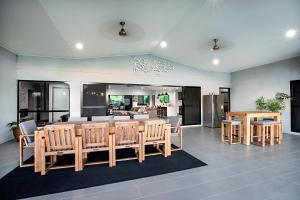 A restaurant or other place to eat at Sunset Retreat Perfect Whitsunday Family Getaway