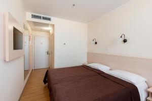 A bed or beds in a room at Don Kihot Hotel Rostov-on-Don