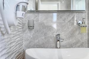 A bathroom at Hotel Trogirski Dvori