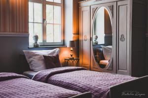 Łóżko lub łóżka w pokoju w obiekcie Pałac Rajkowo