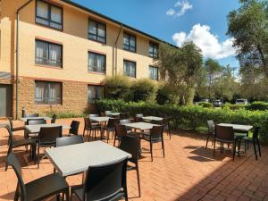 A restaurant or other place to eat at Travelodge Hotel Manly Warringah Sydney