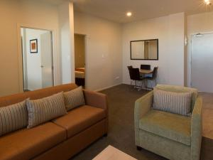 A seating area at Ramada Suites by Wyndham Christchurch City