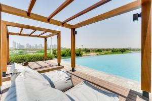 The swimming pool at or near Vida Emirates Hills Residences