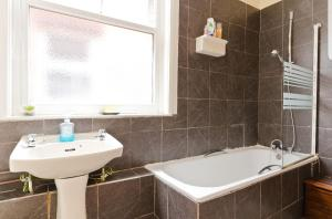 A bathroom at THE MANSION HOUSE LIVERPOOL Free Parking