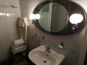 """A bathroom at Ośrodek Konferencyjno-Wypoczynkowy """"Posejdon"""" w Ustce"""