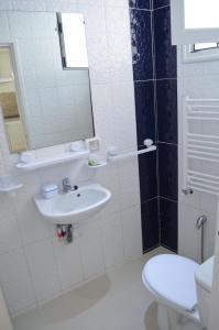 A bathroom at Tunisia Queen Apartment