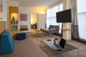 A television and/or entertainment center at Novotel Genève Centre