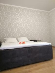 A bed or beds in a room at Apartment on Vitebskaya
