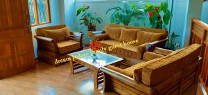 A seating area at Dream Palace Family Guest House