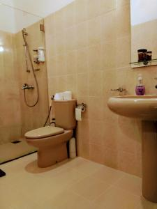 A bathroom at 36 Bed & Breakfast