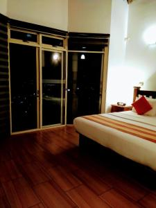 A bed or beds in a room at 36 Bed & Breakfast
