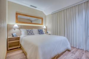 A bed or beds in a room at Wyndham Gramado Termas Resort & Spa