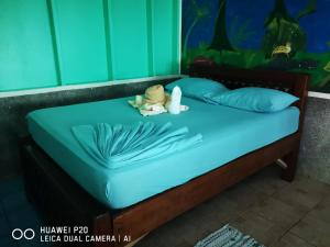 A bed or beds in a room at Poor Man's Paradise Lodge