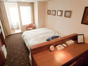 A bed or beds in a room at Hotel Boston Plaza Kusatsu