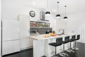A kitchen or kitchenette at Pretty Haven