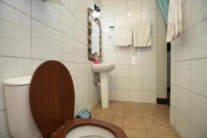 A bathroom at Korona Villa Bed & Breakfast