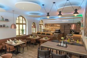 Ein Restaurant oder anderes Speiselokal in der Unterkunft Hotel-Restaurant Piazza