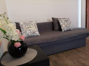 A seating area at Apartments Sanja-Marino