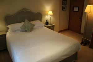 A bed or beds in a room at The Black Swan