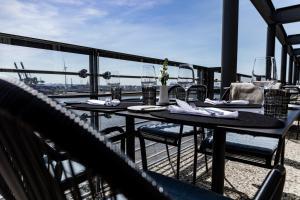 Een restaurant of ander eetgelegenheid bij GINN Hotel Hamburg Elbspeicher