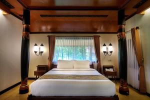 A bed or beds in a room at Melva Balemong