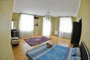 Cama ou camas em um quarto em New Baku Apartment