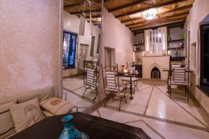 A seating area at Riad L'Evidence