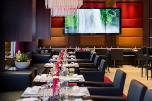 A restaurant or other place to eat at Pullman Cologne