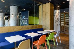 A restaurant or other place to eat at ibis budget Zurich City West