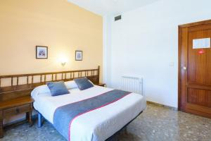 A bed or beds in a room at HOTEL RESTAURANTE MOYA