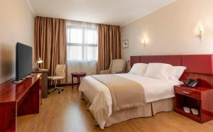 A bed or beds in a room at Best Western Estacion Central