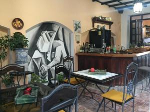 A restaurant or other place to eat at Casa Jesus Maria 407