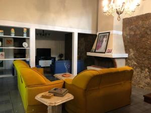A seating area at Lindo sítio próximo a Porto Alegre