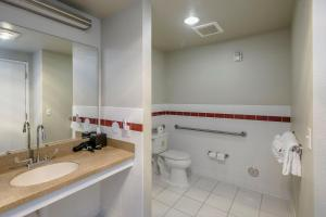 A bathroom at Lions Gate Hotel Trademark Collection by Wyndham