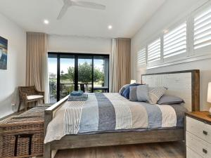 A bed or beds in a room at Caves Luxury Beachside Escape - literally across the road from Surf Club