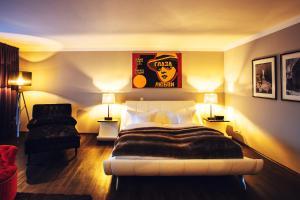A bed or beds in a room at Der LIPPISCHE HOF