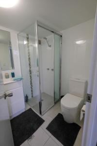 A bathroom at Sanctuary Beach Retreat