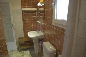Salle de bains dans l'établissement Azur Hotel
