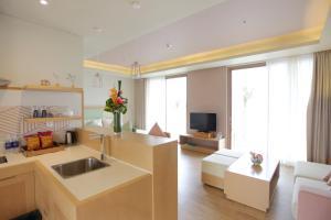 A kitchen or kitchenette at FLC Luxury Hotel Samson