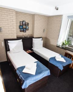 A bed or beds in a room at Club Puteshestvennikov