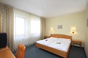 A bed or beds in a room at Hotel Claris