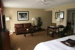 A seating area at Hampton Inn & Suites Lanett/West Point