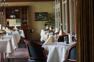 En restaurant eller et andet spisested på Nilles Kro