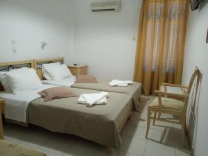 Ένα ή περισσότερα κρεβάτια σε δωμάτιο στο Serifos Beach Hotel