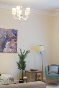 A seating area at Park Lane Apartments/Shaw House