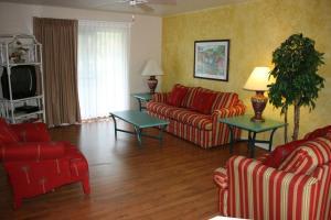 A seating area at Florida Vacation Villas